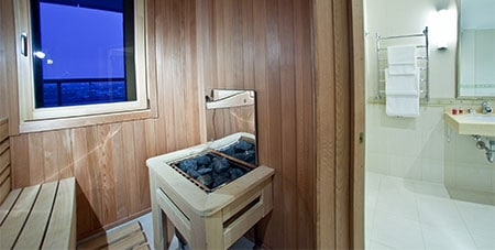 sauna in badkamer in Sint-Genesius-Rode